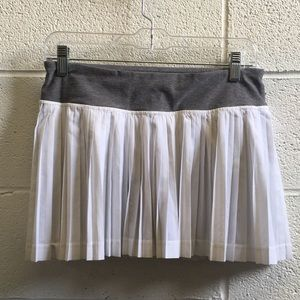 Lululemon white & gray pleated skirt sz 6 58801